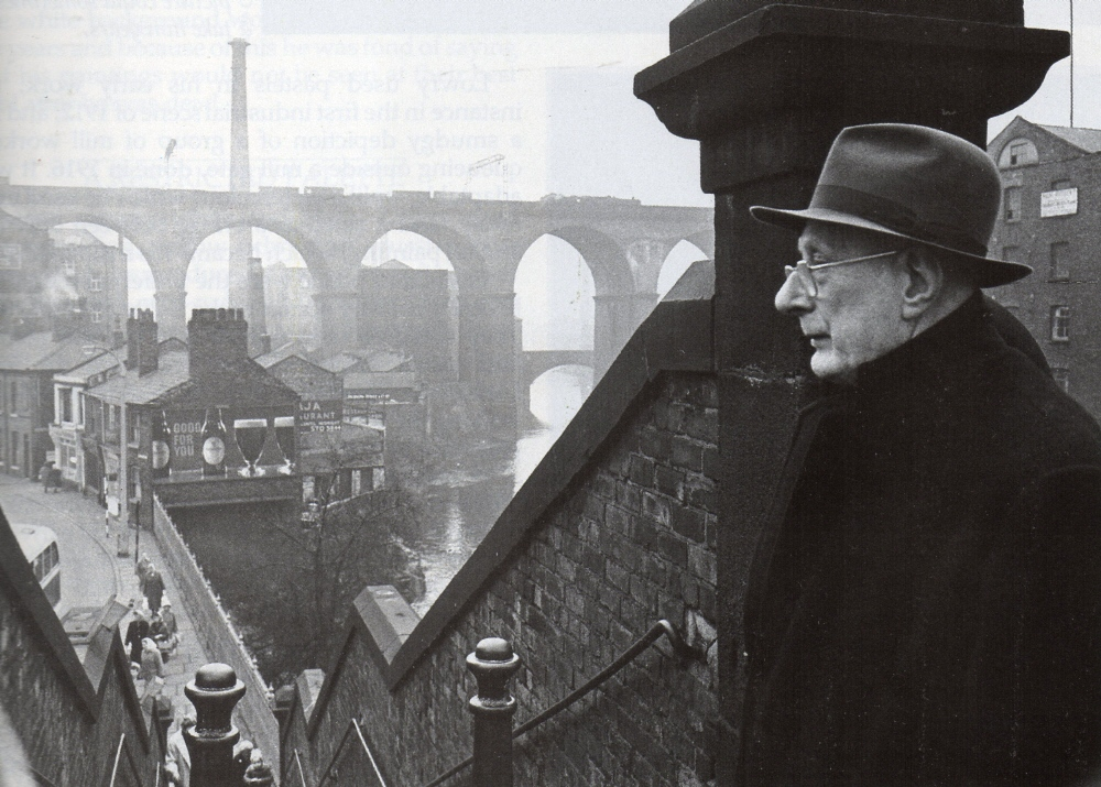 l.s. lowry stockport viaduct photo